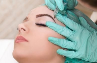 What is microblading? A woman geting microblading treatment done.
