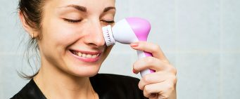 The Ins and Outs of Facial Cleansing Brushes