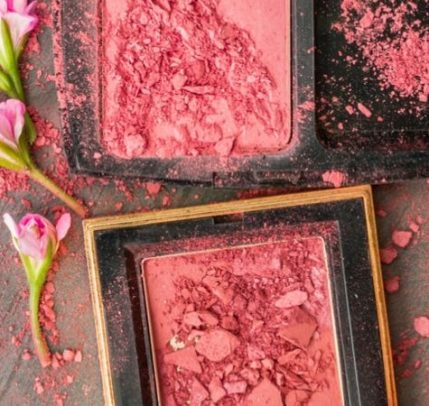 Blush made out of sustainable products.